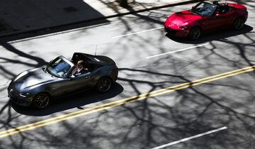 Mazda MX-5 RF und Mazda MX-5 mit Stoffverdeck, Fahraufnahme