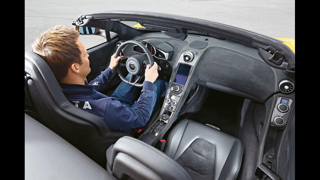McLaren 12C Spider, Cockpit