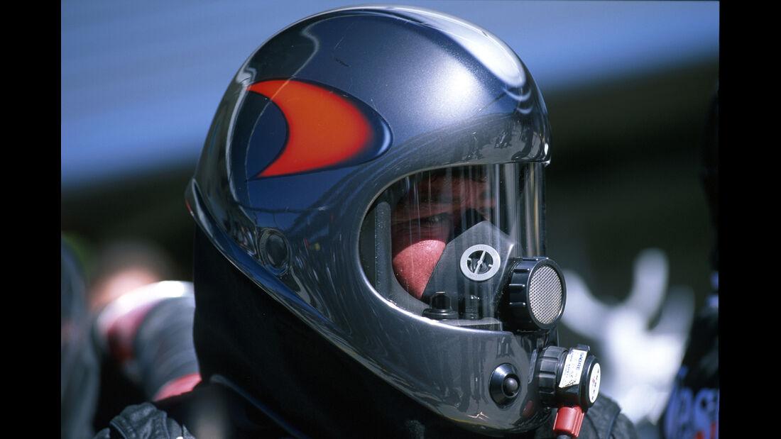 McLaren - 2000 - Mechaniker - Helme - Formel 1
