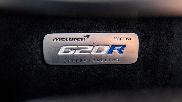 McLaren 620R, Plakette