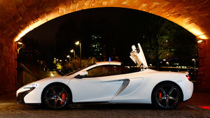 McLaren 650S Spider, Seitenansicht, Verdeck öffnet