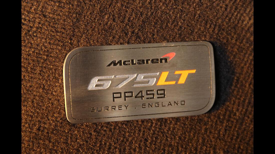 McLaren 675LT, Schild
