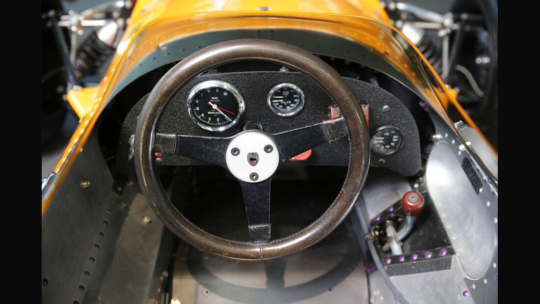 McLaren M7A