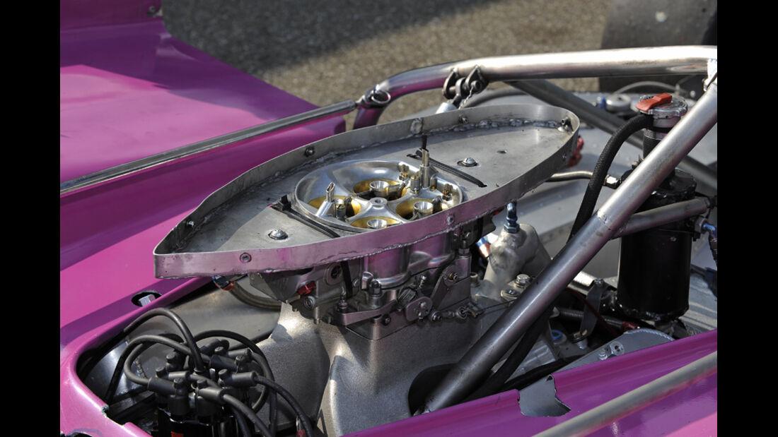 McLaren M8F, Einspritzanlage, Vergaser