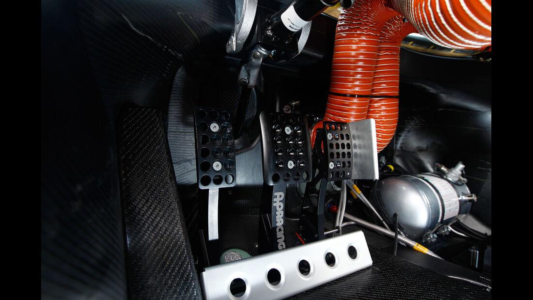 McLaren MP4-12C GT3, Pedalerie