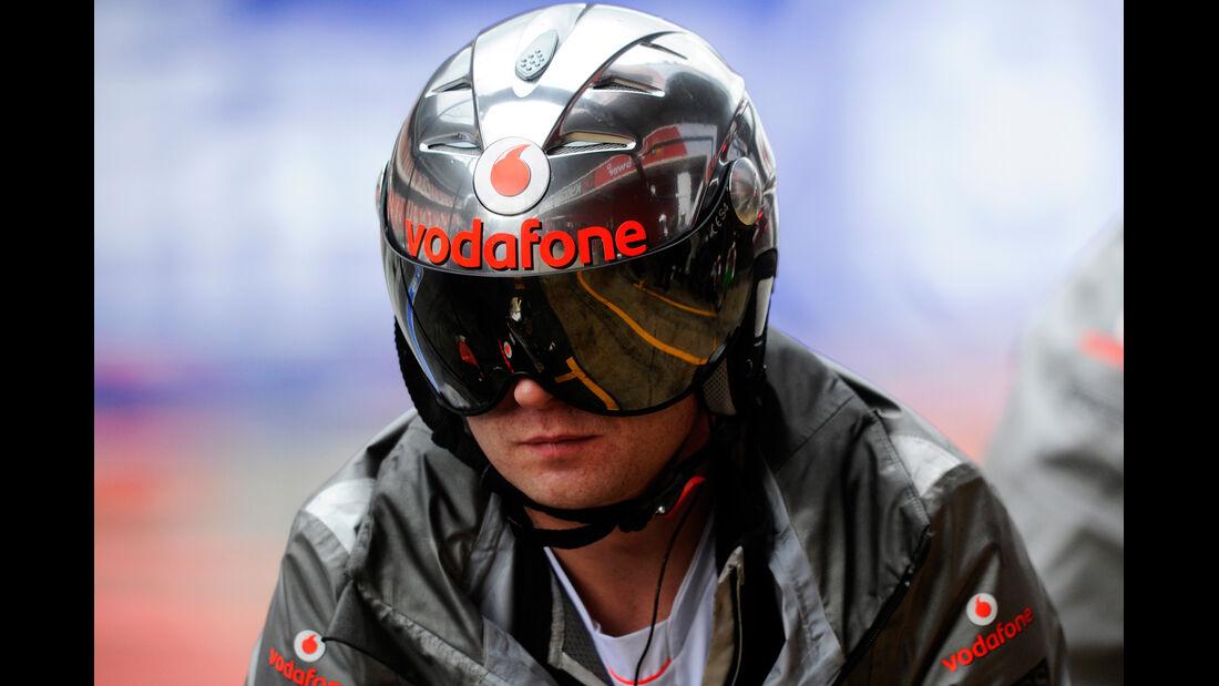 McLaren Mechaniker F1 Test Barcelona 2013