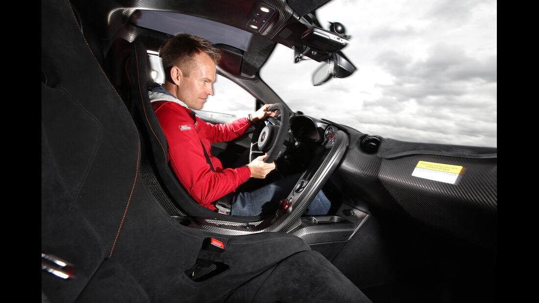 McLaren P1, Cockpit, Fahrer