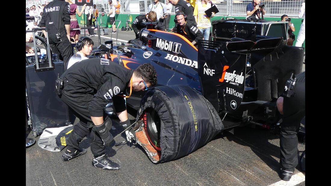 McLaren - Startvorbereitung - Formel 1 - 2016