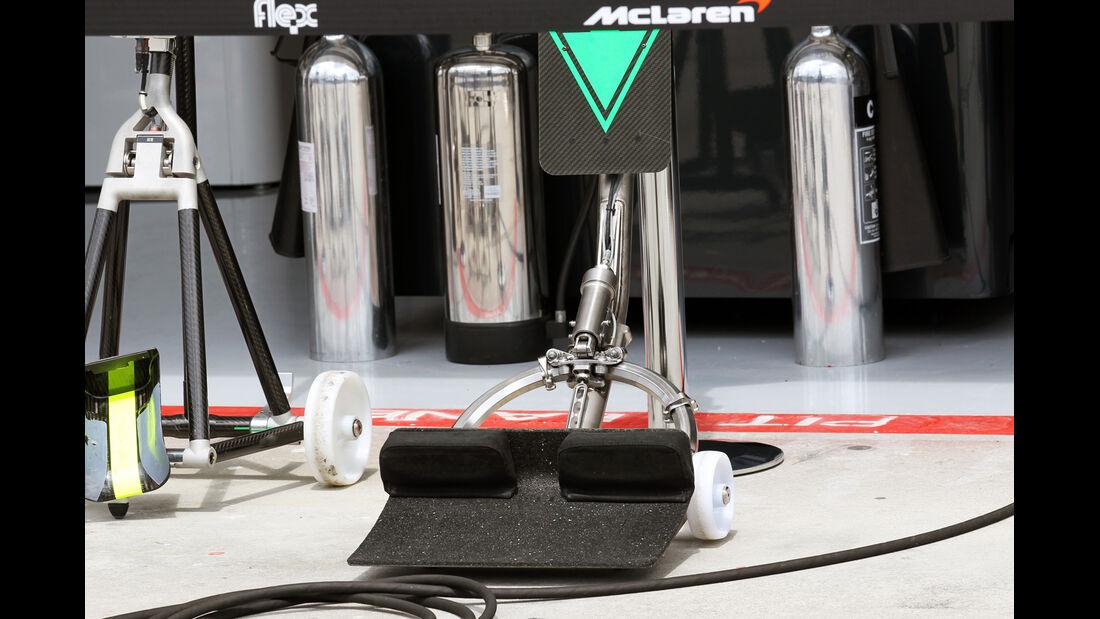 McLaren Wagenheber - Formel 1 - GP Ungarn - Budapest - 26. Juli 2012