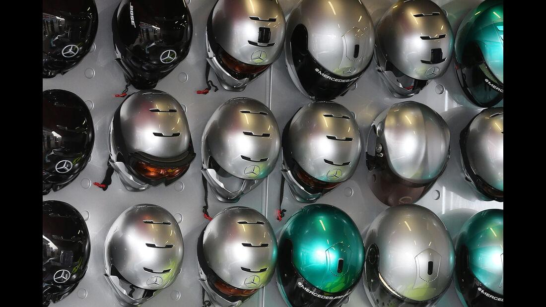 Mechaniker-Helme - Mercedes - F1 - 2016