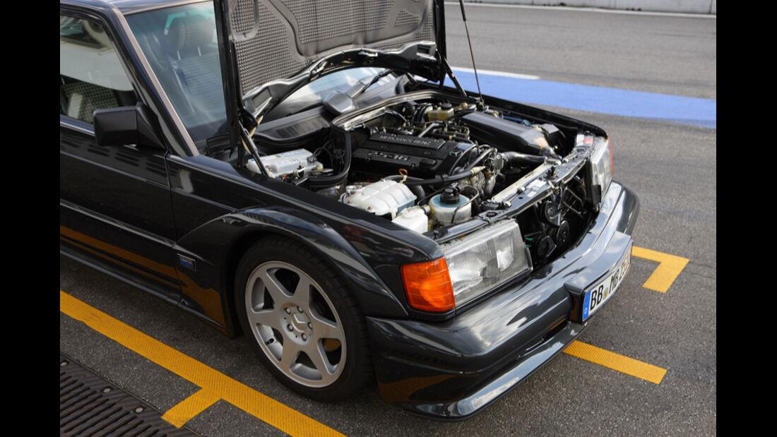 Mercedes 190 E 2.5-16 EVO II, Motorraum, Motorhaube