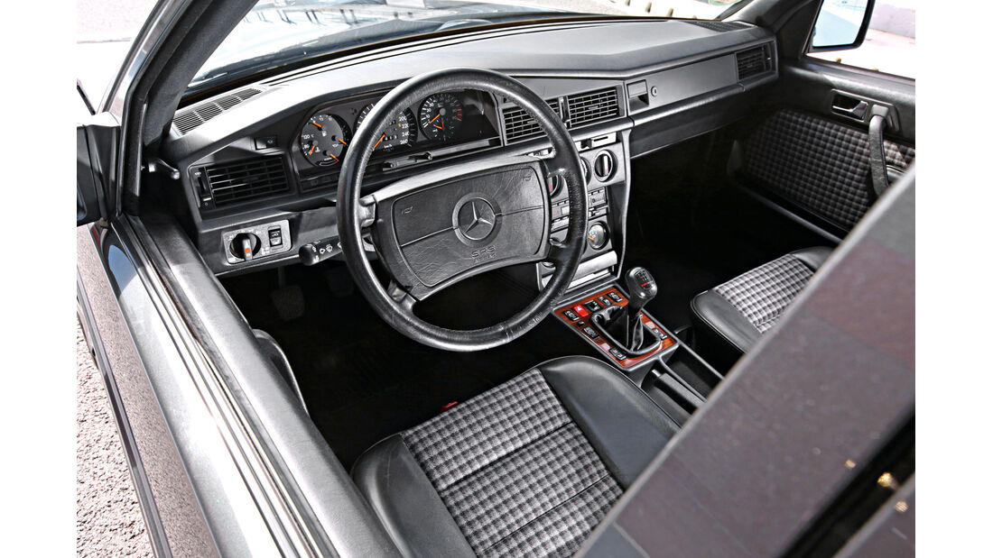 Mercedes 190 E 2.5-16 Evo II, Cockpit