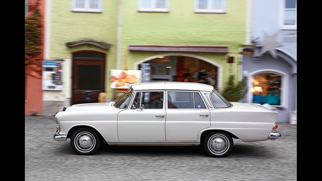 Mercedes 200, Seitenansicht