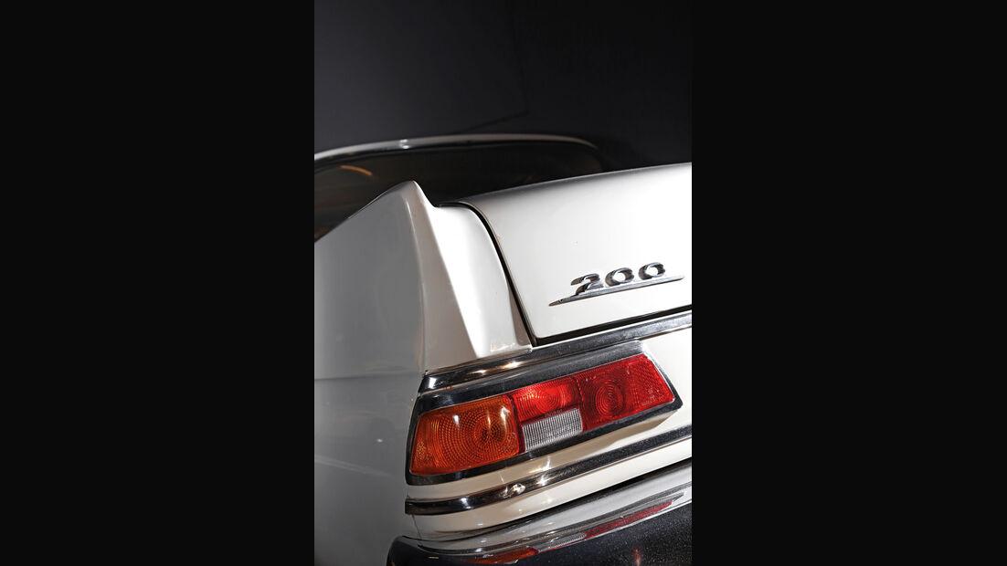 Mercedes 200, Typenbezeichnung, Heckleuchte