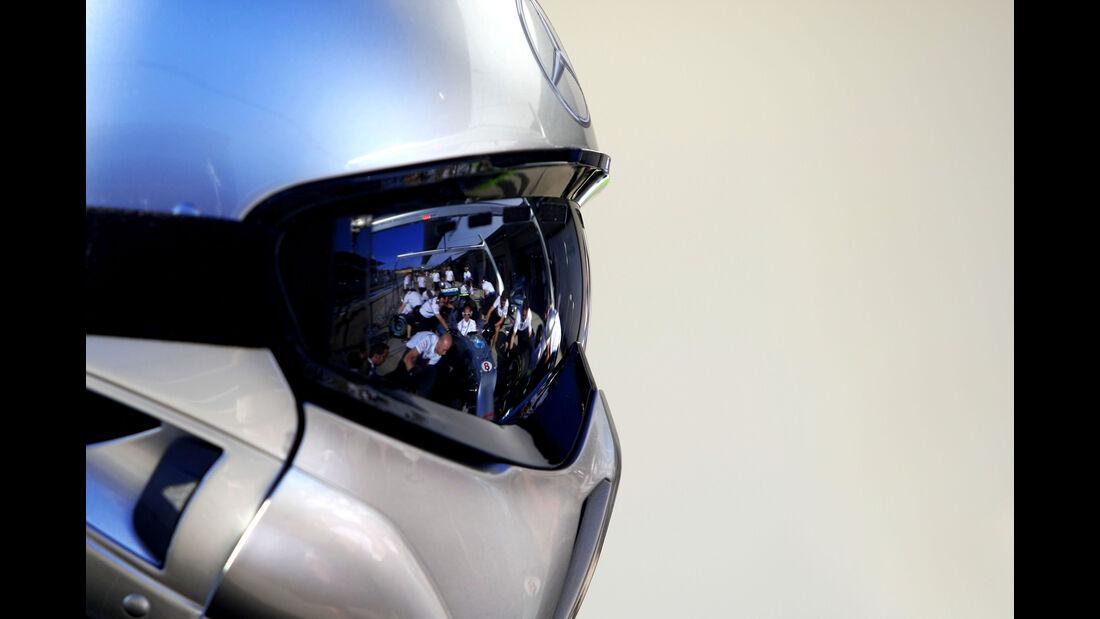 Mercedes - 2012 - Mechaniker - Helme - Formel 1