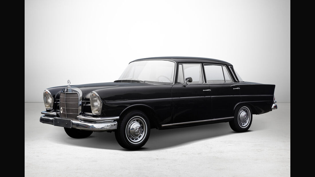 Mercedes 220 S bei Auctionata-Auktion, Mercedes-Benz-Only
