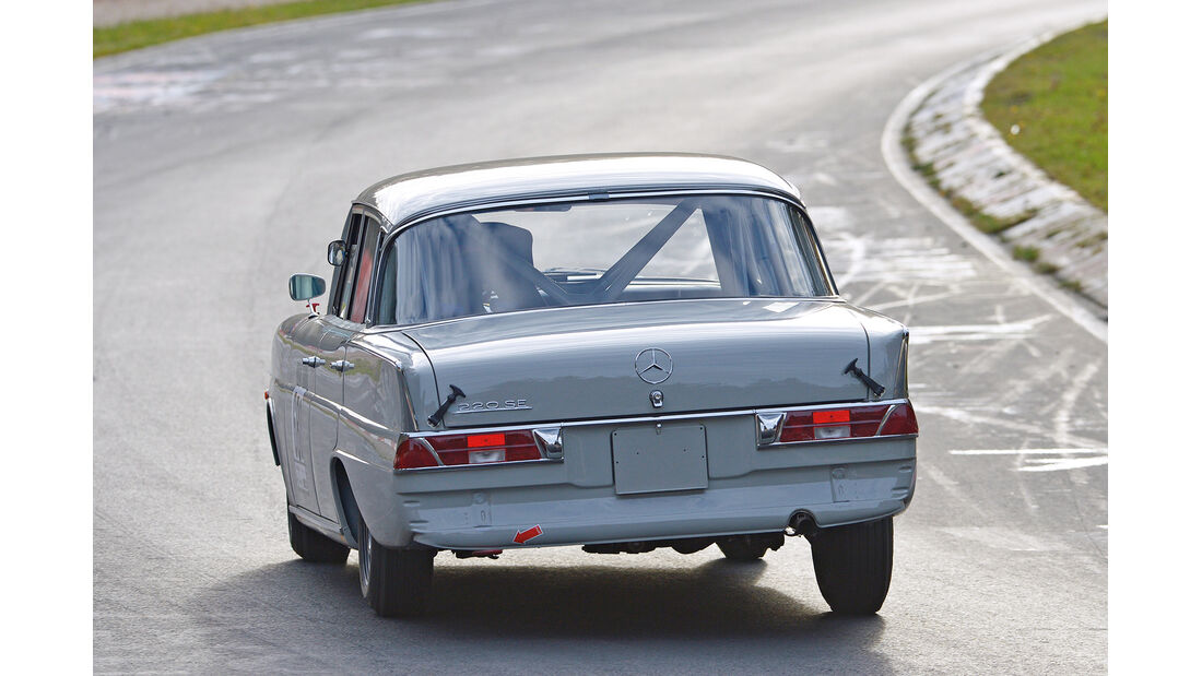 Mercedes 220 SE, Heckansicht