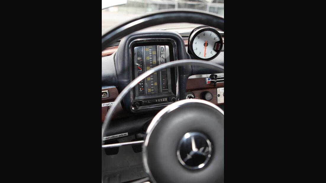 Mercedes 220 SE, Lenkrad, Rundinstrumente
