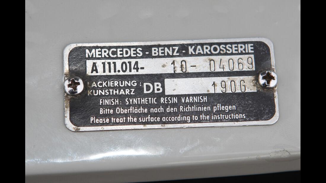 Mercedes 220 SE, Plakette