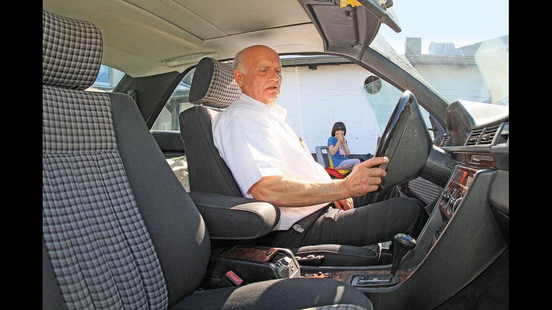 Mercedes 230 CE, Cockpit, Besitzer