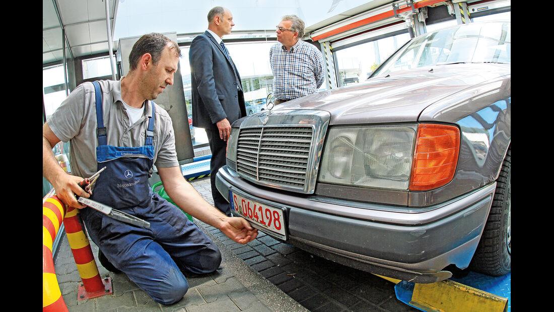 Mercedes 230 CE, Kühlergrill