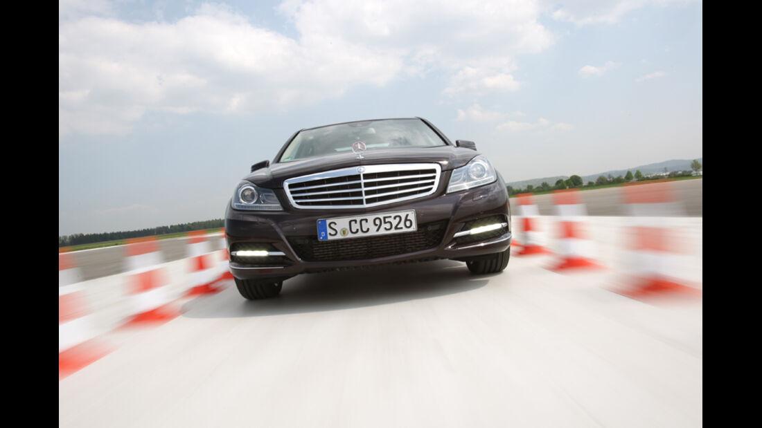 Mercedes 250 CDI, Frontansicht, Testgelände