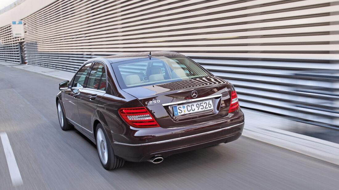 Mercedes 250 CDI, Rückansicht, Fahrt