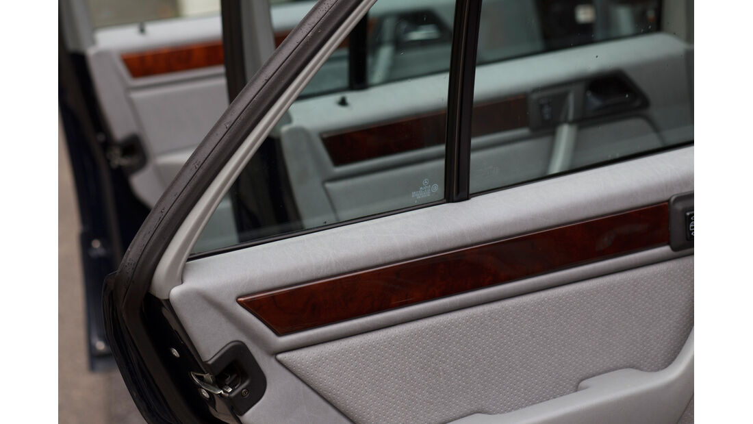 Mercedes 260 E lang, Fenster