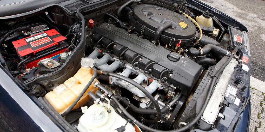 Mercedes 260 E lang, Motor