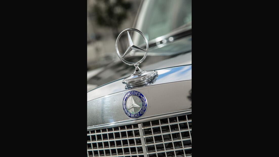 Mercedes 280 SE 3.5, Kühlergrill, Stern