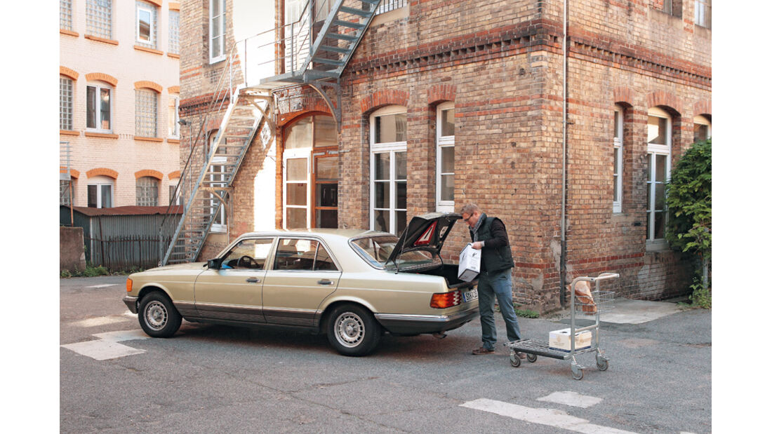Mercedes 280 SE, Seitenansicht, Heckklappe
