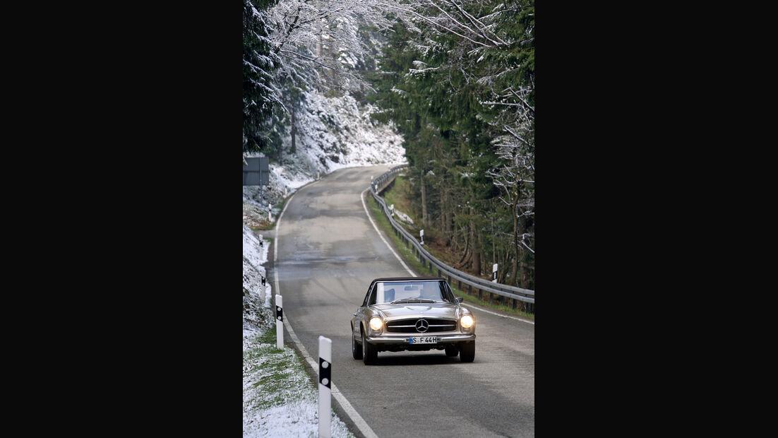 Mercedes 280 SL, Schwarzwald, winterlich