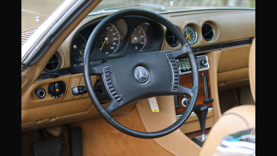 Mercedes 350 SL, Cockpit