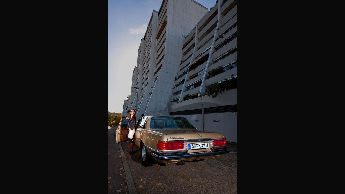 Mercedes 450 SEL 6.9, Heckansicht, Hochhaus