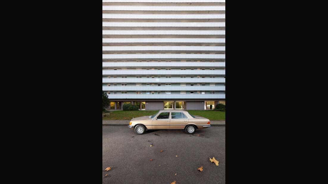 Mercedes 450 SEL 6.9, Seitenansicht, Hochhaus