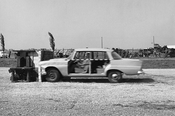 Mercedes: 50 Jahre Crash Test