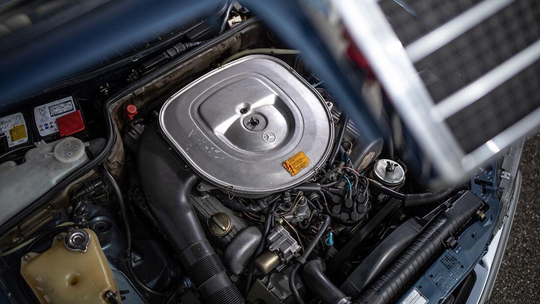 Mercedes 500 SEL W126, Motorraum