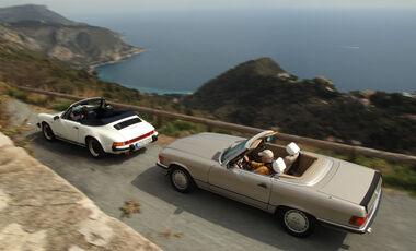 Mercedes 500 SL, Porsche 911 Carrera Cabriolet, Seitenansicht
