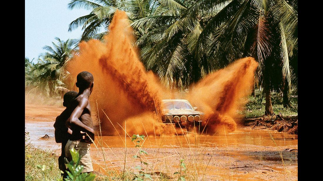 Mercedes 500 SL Rallye, Afrika, Wasserdurchfahrt