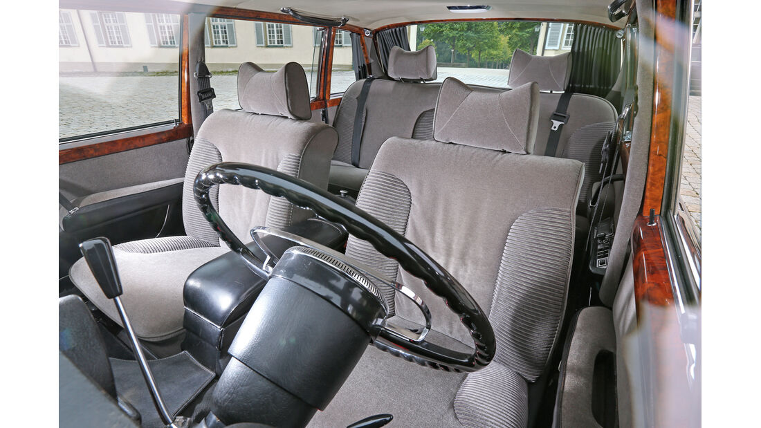 Mercedes 600, Cockpit