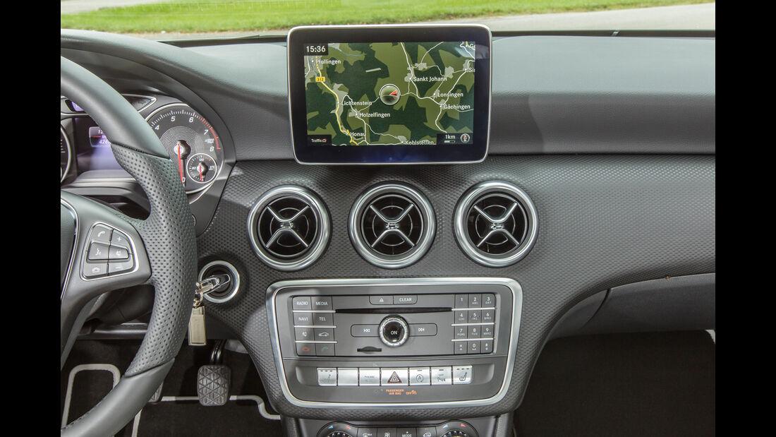 Mercedes A 180, Navi, Monitor