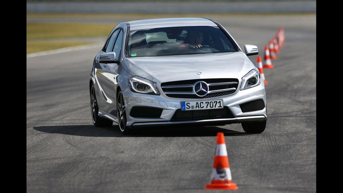 Mercedes A 200 CDI AMG Sport, Frontansicht, Slalom