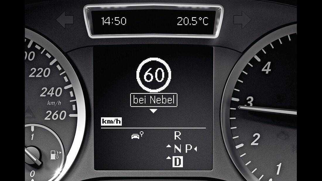 Mercedes A 200 CDI AMG Sport, Verkehrsschilder, Display