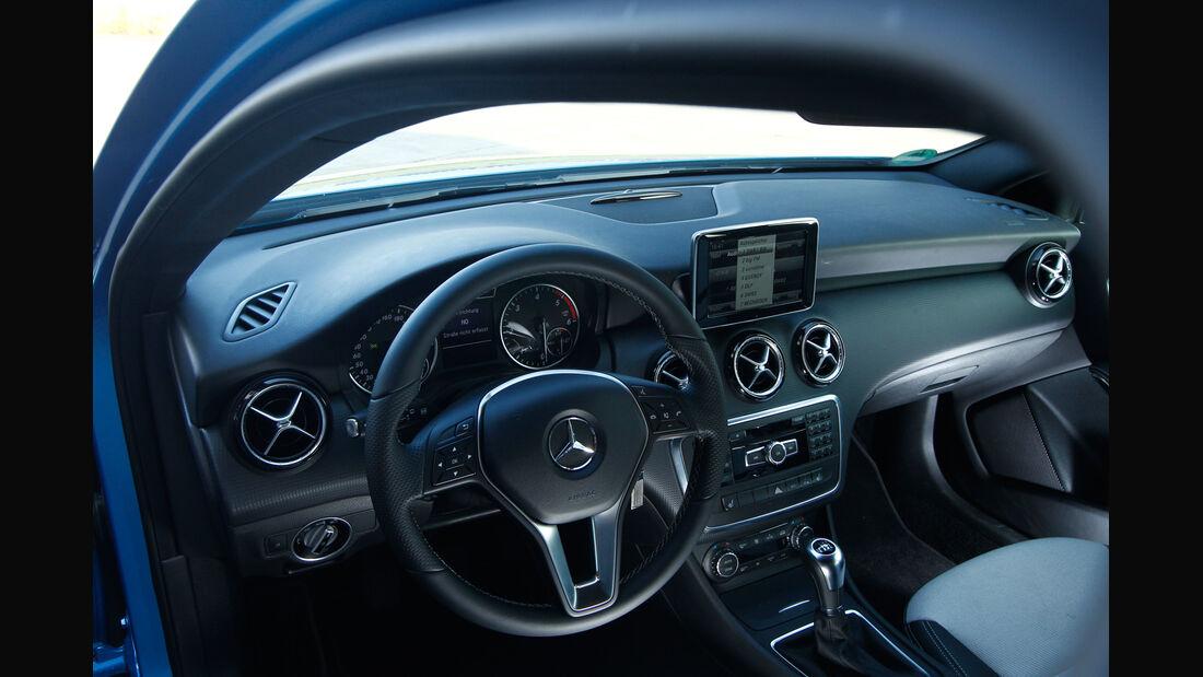 Mercedes A 200 CDI, Cockpit, Lenkrad
