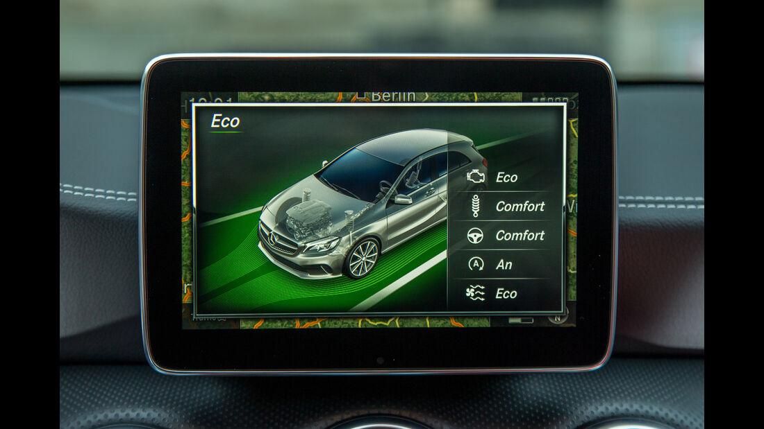 Mercedes A 220 d, Infotainment, Monitor