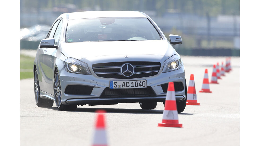 Mercedes A 250, Frontansicht, Slalom