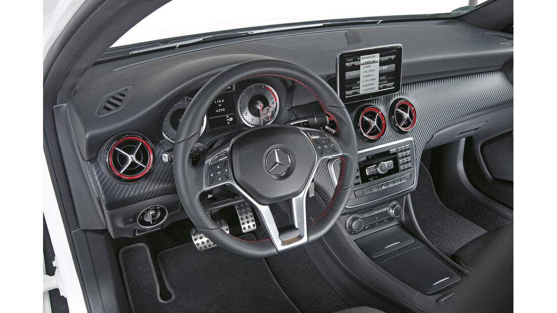 Mercedes A 250 Sport, Lenkrad, Cockpit