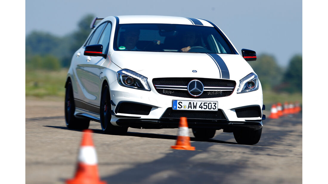 Mercedes A 45 AMG, Frontansicht, Slalom