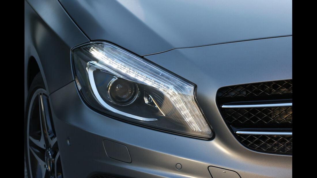 Mercedes A-Klasse, Frontscheinwerfer
