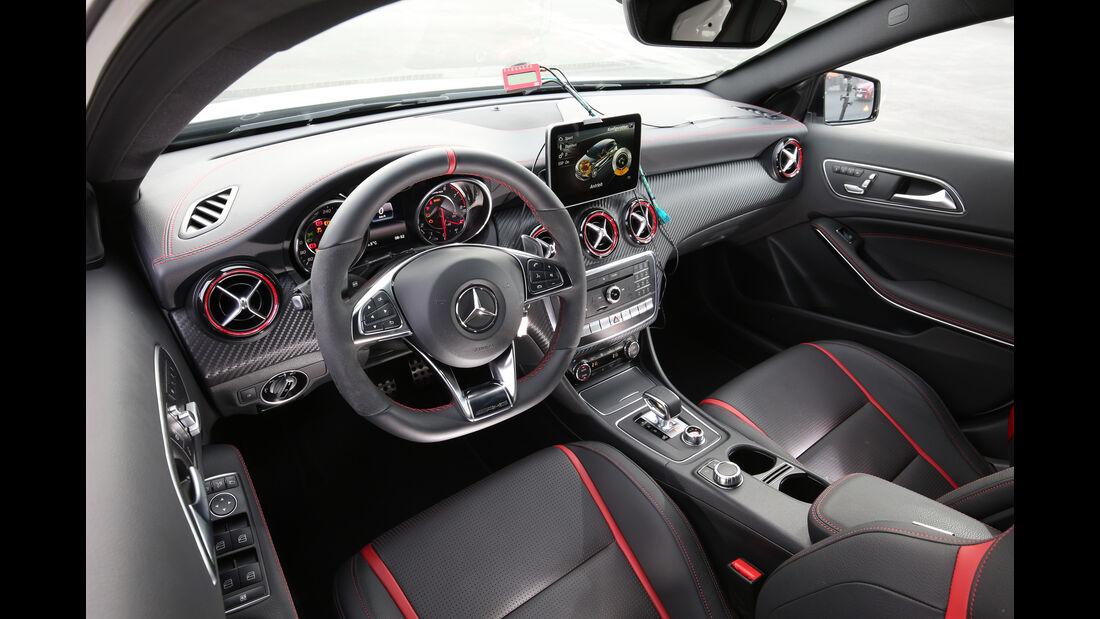 Mercedes-AMG A 45 4Matic, Cockpit